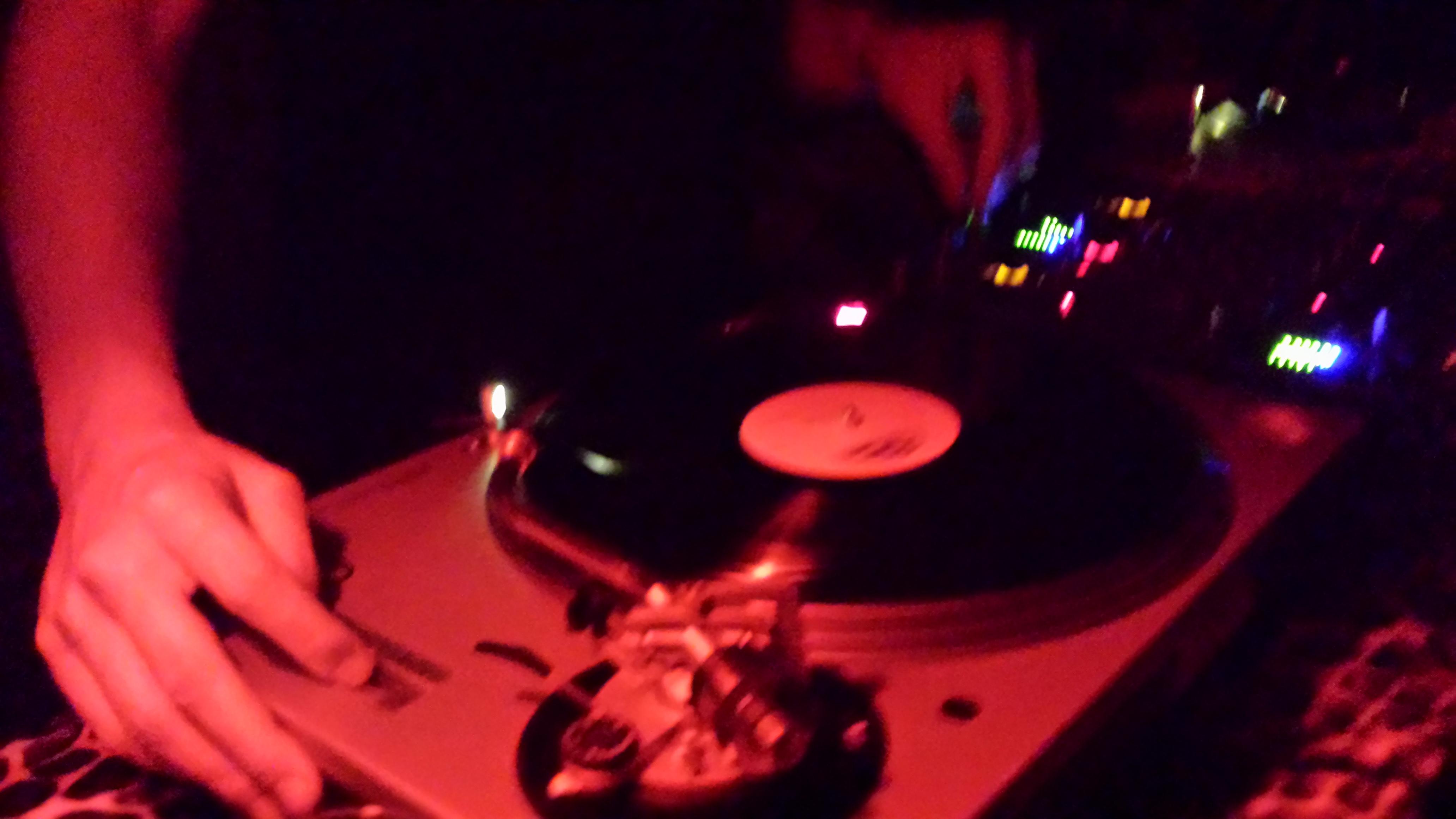 Este sabado en el keller...Plato de Vinyl electronico con la tripulacion Plastic House